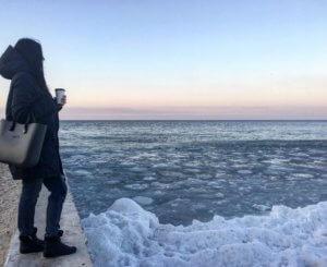 Море в Ольгинке зимой